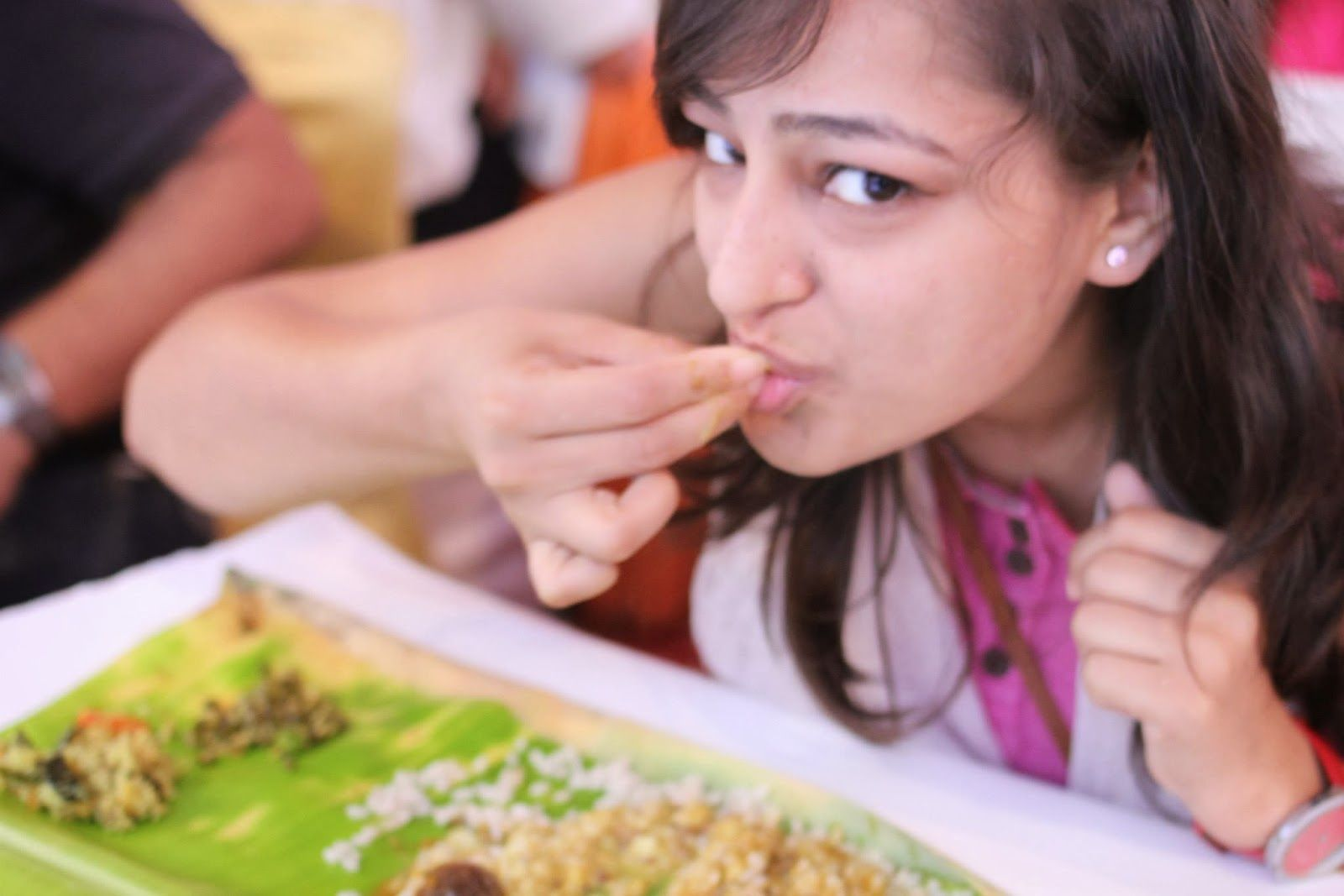 eating with hands