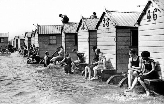 victorian-bathing-machines-van