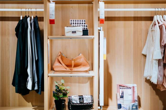 tips to downsize wardrobe